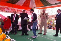 Shri Abhijit Sinha was felicitated with the Best Operator Darrang Award for his contribution towards DOCSMEN entry, by the Darrang District Administration during the Republic Day Celebrations on 26th Jan, 2016.
