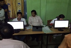 Shri Prateek Hajela, State Coordinator, NRC taking a look at the application receipt software trial run at Chandrapur today (15/05/2015)