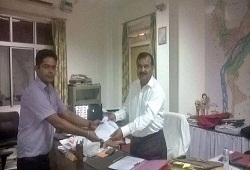 Shri Nazrul Islam, ACS, Deputy Commissioner Dhubri seen receiving his Acknowledgement receipt after submission of NRC e-Form today.