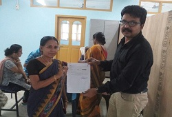 An applicant receiving her acknowledgement receipt at Exe. Engg. NH Divison NSK, in Karimganj on 16th June, 2015.